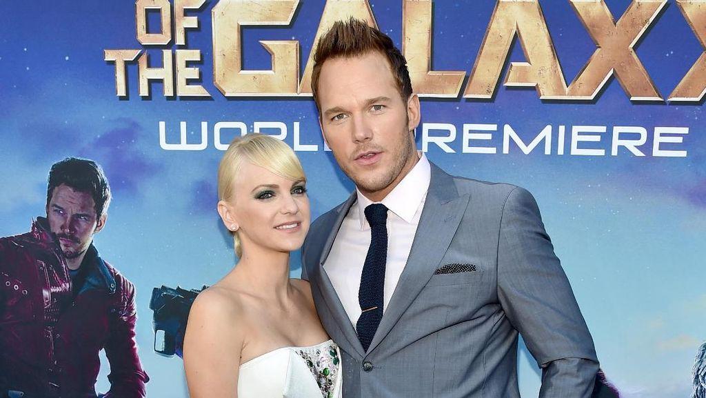 Anna Faris Buka Suara Pasca Cerai dari Chris Pratt