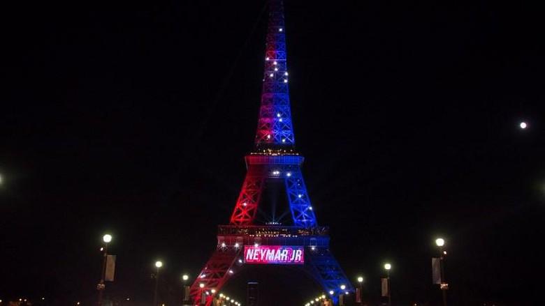 Pria Berpisau Ditangkap Polisi di Menara Eiffel