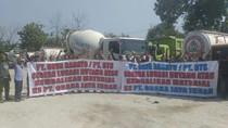 Sopir Truk Proyek Tol Solo-Ngawi Demo Tuntut Tunggakan Material