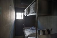 Bentuk kamar dan kasur yang dinikmati 'tahanan' di SooK Station(Sook Station/ Facebook)