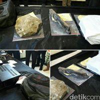 Barang bukti pengeroyokan dan pembakaran tertuduk pencurian ampli di Bekasi