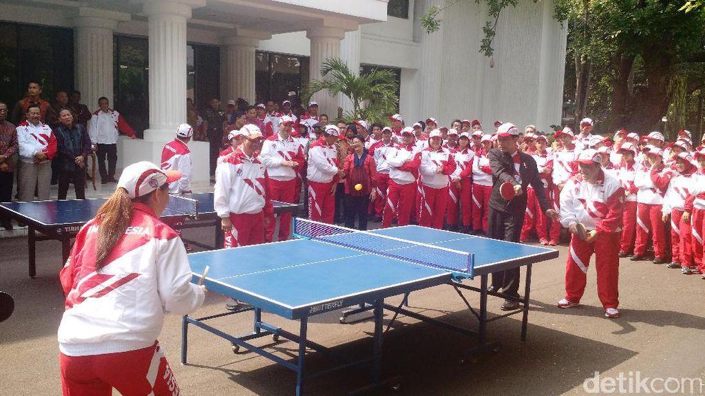 Ketika Susy Susanti Tanding Tenis Meja Vs Jokowi