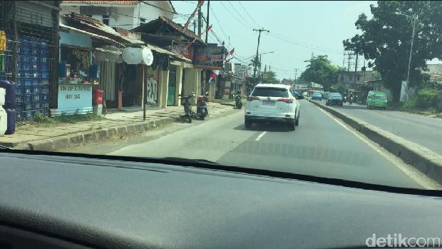 Toyota RAV4 Jalan-jalan di Bogor