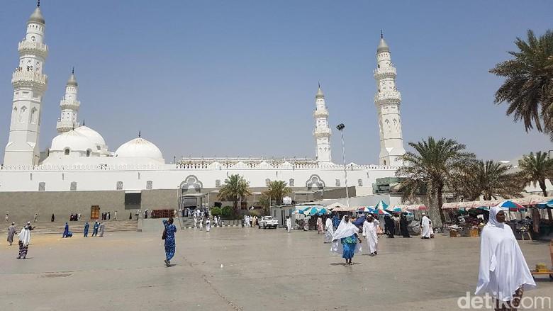 Jemaah Indonesia Terpesona Masjid Pertama yang Dibangun Rasulullah