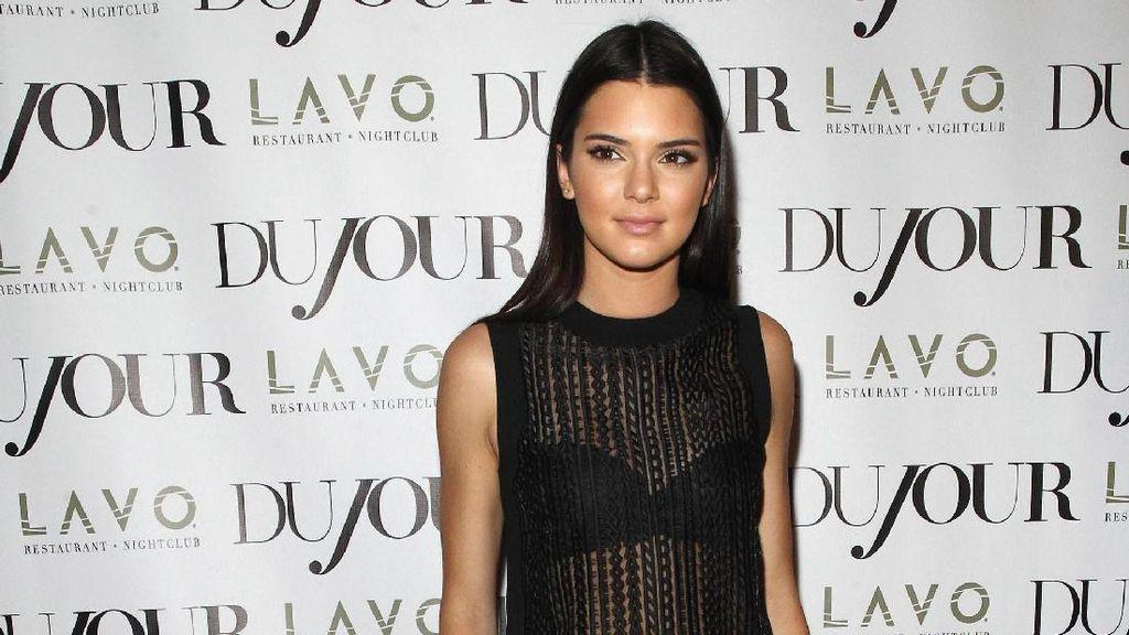 Pacar Tak Serius, Kendall Jenner Kencani 2 Pria Sekaligus