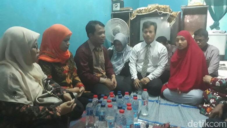 Beri Rasa Aman, Polisi Jaga Rumah Terduga Pencuri Ampli di Bekasi