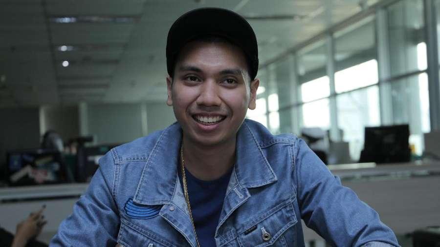 Senyum Rayi Putra Gandeng 22 Wanita Cantik Indonesia di Klip Baru