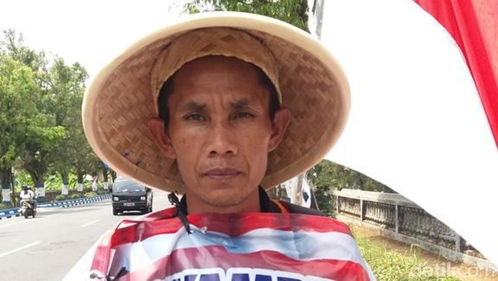 Warga Wonosobo, Mahmudin Jalan Kaki ke Jakarta Ingin Bertemu Jokowi