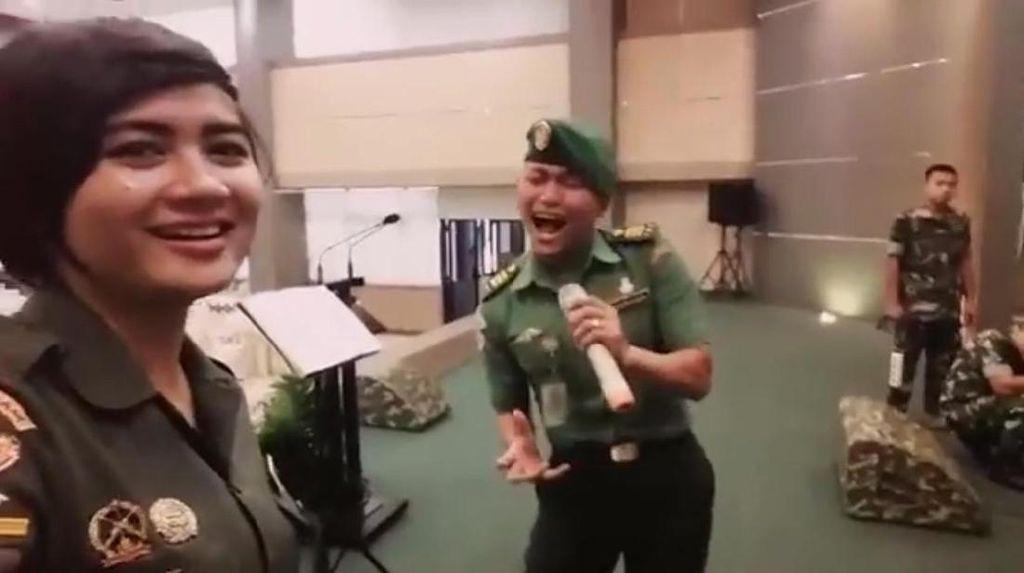 Bikin Merinding, Ini Gaya Prajurit TNI Nyanyi Lagu Inka Christie