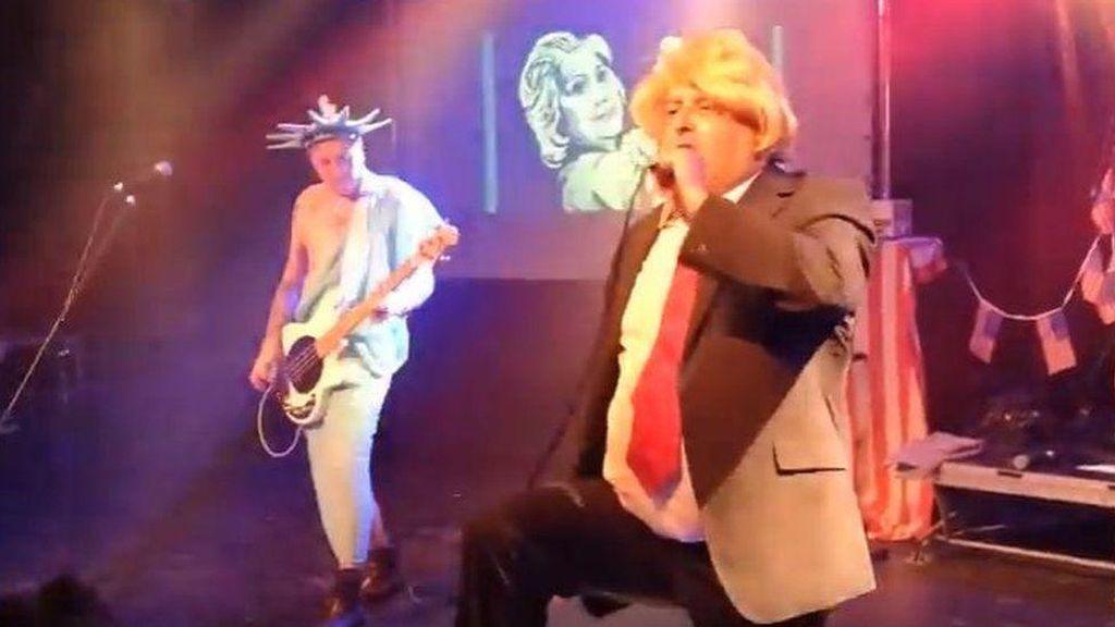 Penyanyi Punk Dideportasi Gara-gara Menirukan Presiden Trump