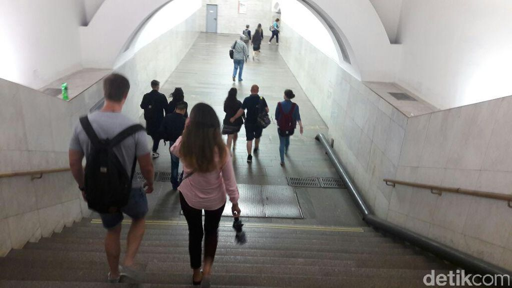 Seperti Apa Kereta Bawah Tanah di Moskow?