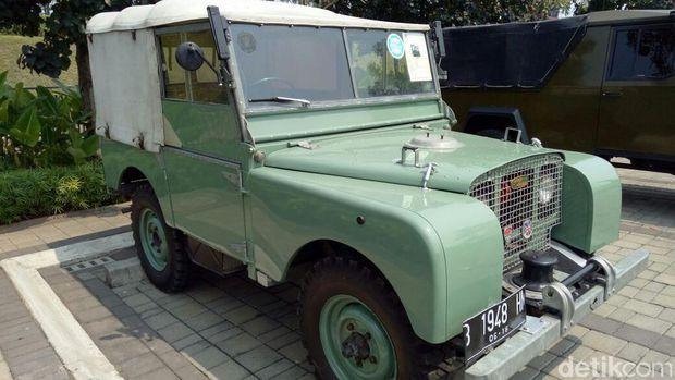 Jaguar Land Rover Pamer Mobil Klasik di BSD