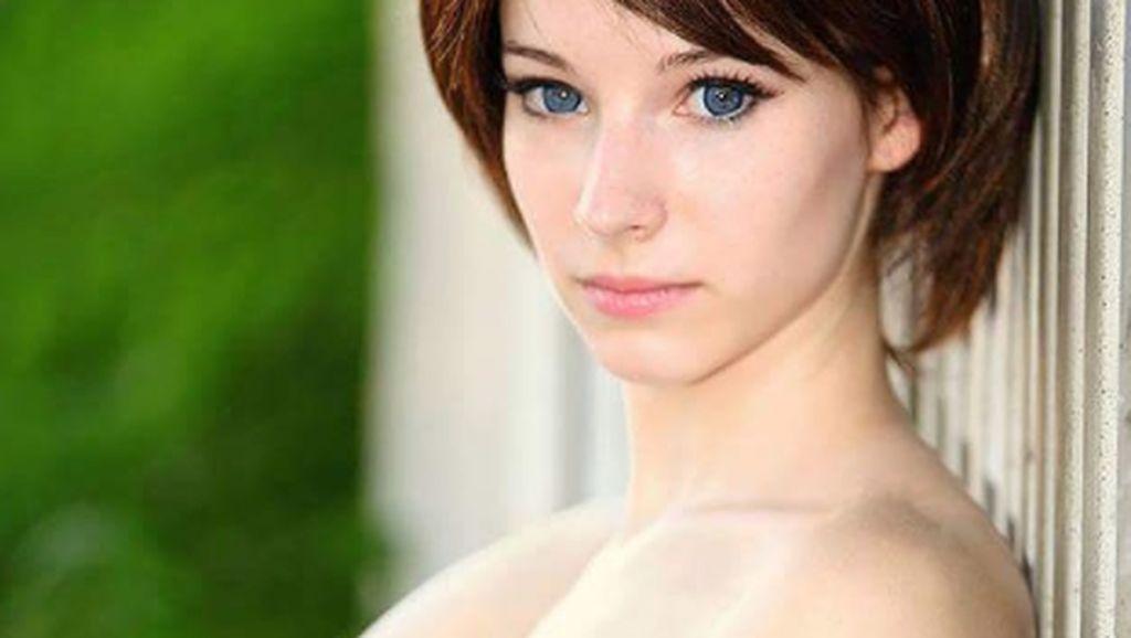 Enji Night, Cosplayer Misterius yang Cantik Jelita