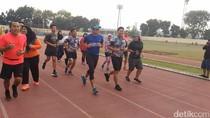Olahraga Pagi, Sandiaga Pilih Lari di GOR Rawamangun