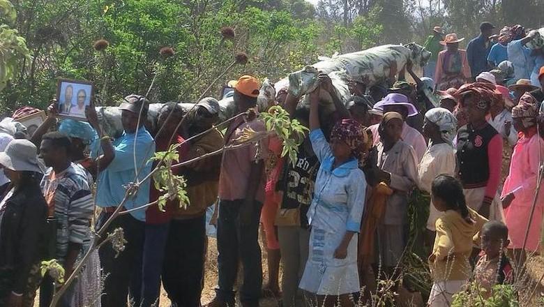 Famadihana, ritual menari bersama orang mati di Madagaskar (kosuke.uzawa/Instagram)