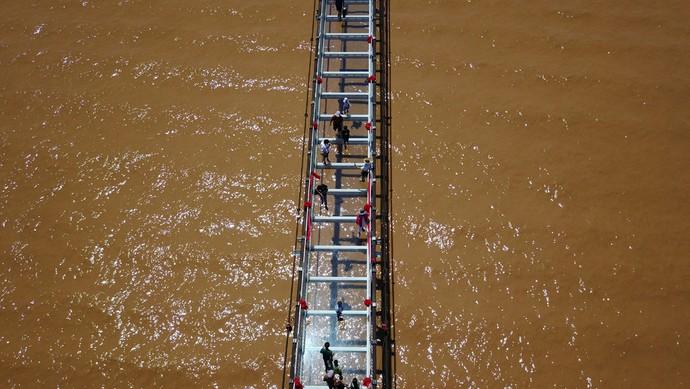 Foto: Jembatan Kaca di Sungai Kuning