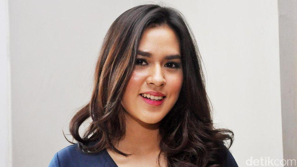 Foto: 10 Pesona Artis Cantik Indonesia dengan Senyuman Menawan