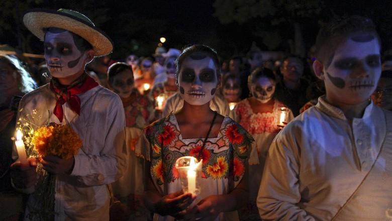 Ritual menrayakan kematian di Meksiko (Reuters)