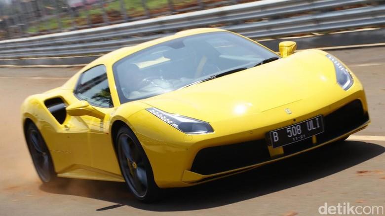Ngebut Bareng Ferrari 488 Spider di Sirkuit Jalanan BSD