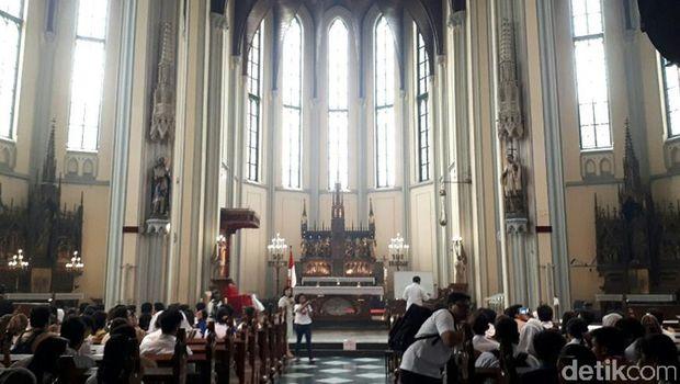 Gereja Katedral Jakarta jadi salah satu rumah ibadah yang dikunjungi (Kurnia/detikTravel)