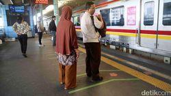 KRL Anjlok di Stasiun Jakarta Kota, Laju Kereta Lain Terganggu
