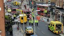 Brak! Bus Tingkat London Tabrak Pertokoan, Penumpang Luka-luka