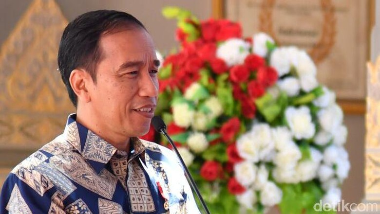 Ekonomi Stagnan, Perlukah Jokowi Rombak Menteri?