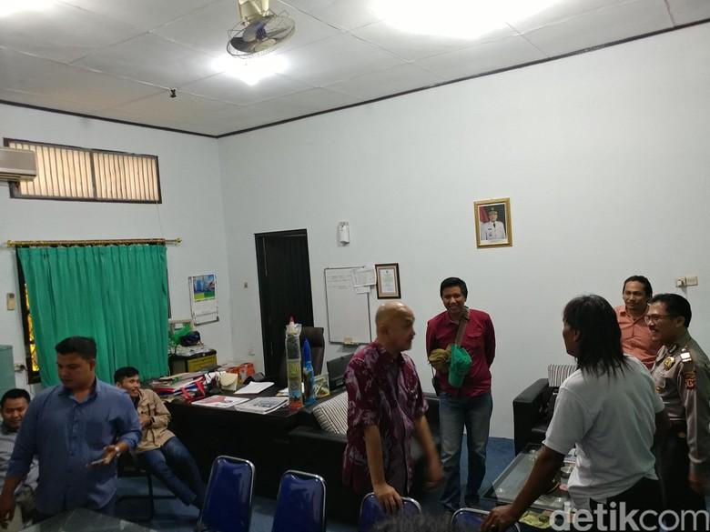 Tagih Pembayaran Proyek, Kontraktor Geruduk Kantor PUPR Cirebon