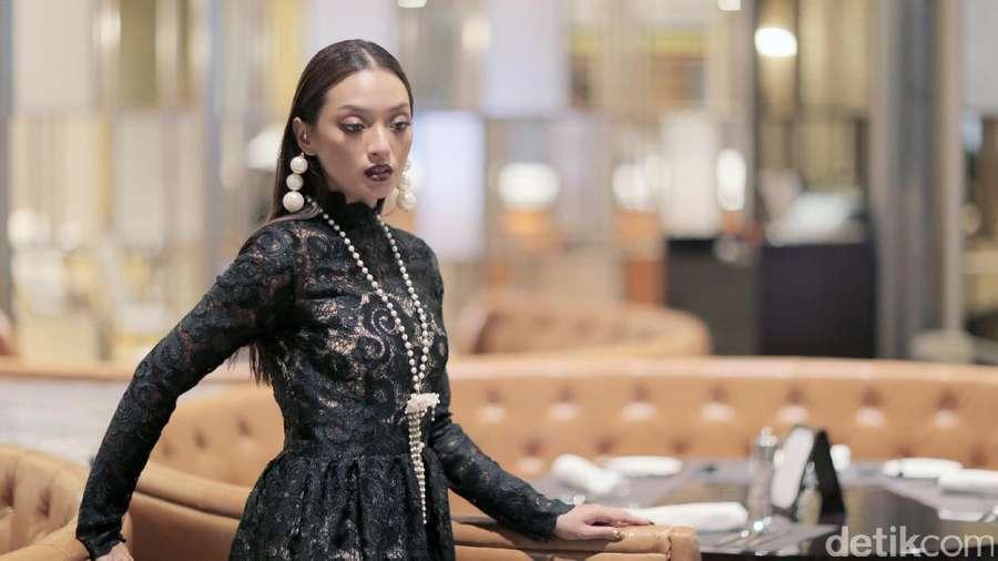Cantiknya Istri yang Ditalak Enji eks Ayu Ting Ting, Transformasi Ello