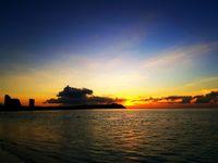 Indahnya sunset di Pantai Tumon (Visit Guam/Facebook)