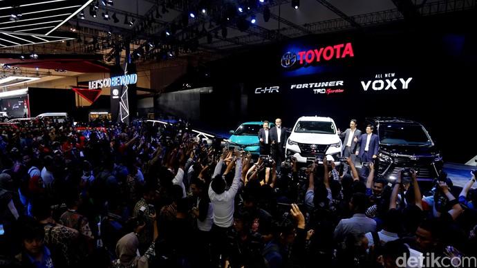 Foto: Toyota Luncurkan 2 Mobil Anyar Voxy dan Fortuner TRD