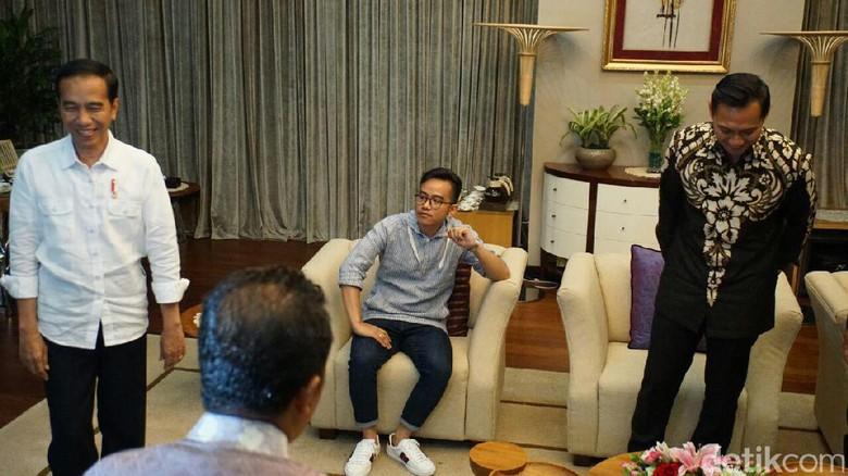 Tak Penuhi Undangan AHY, ke Mana Jokowi?