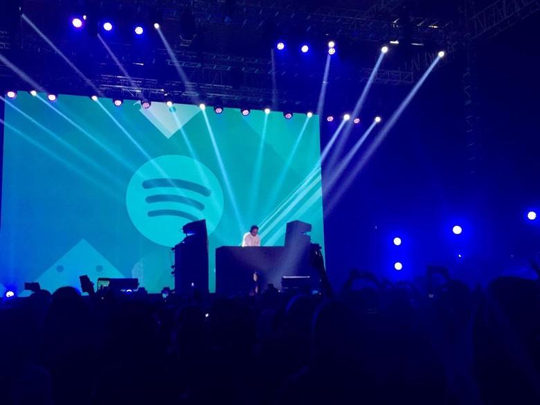 Petjah! Aksi Dipha Barus Tutup Spotify On Stage