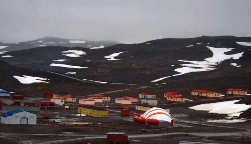 Villa Las Estrellas, Antartika merupakan salah satu dari dua pemukiman sipil di Antartika. Villa Las Estrellas adalah sebuah Kota orang Chilean dan stasiun penelitian dengan jumlah penduduk sekitar 100 di musim panas dan menjadi 80 penduduk di musim dingin (Dok. The Sun)