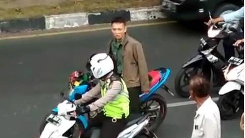 Alami Gangguan Oknum TNI Pemukul - Jakarta oknum TNI yang mengamuk dan memukul anggota polantas di Pekanbaru mengalami gangguan Kapendam Kolonel Edi Hartono mengatakan