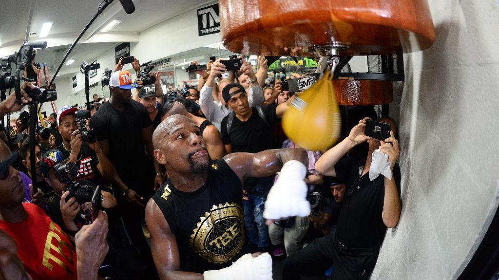Rekor Taruhan Rp 1,1 M di Duel Mayweather vs McGregor
