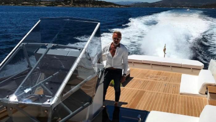 Gianluca di kapal mewahnya. Foto: Instagram