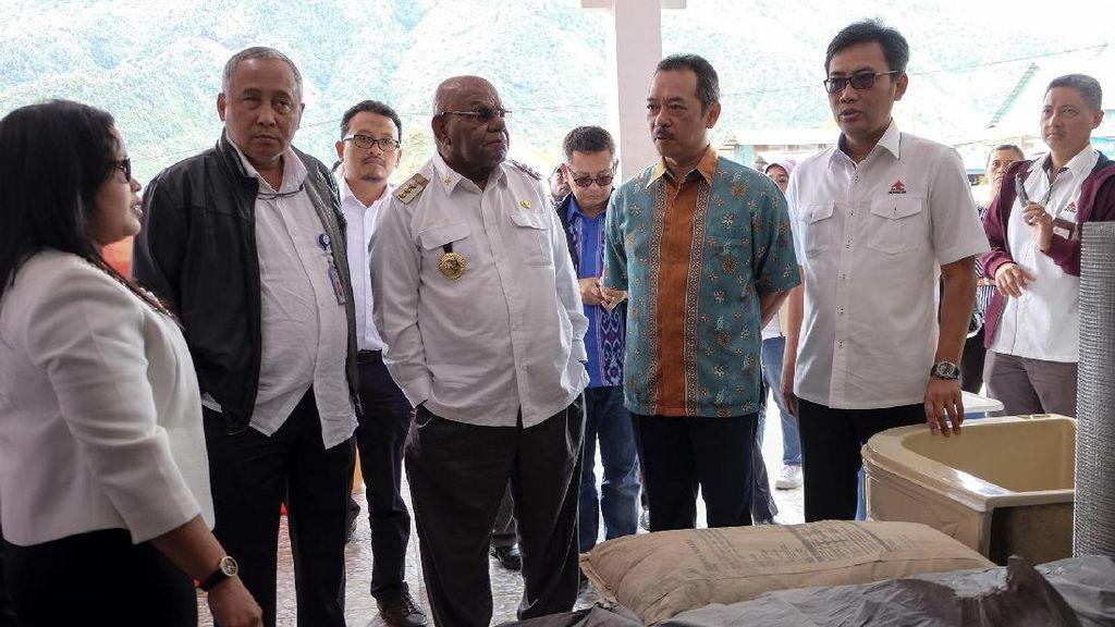 Tol Udara Jokowi Sukses Turunkan Harga Semen dan BBM di Papua