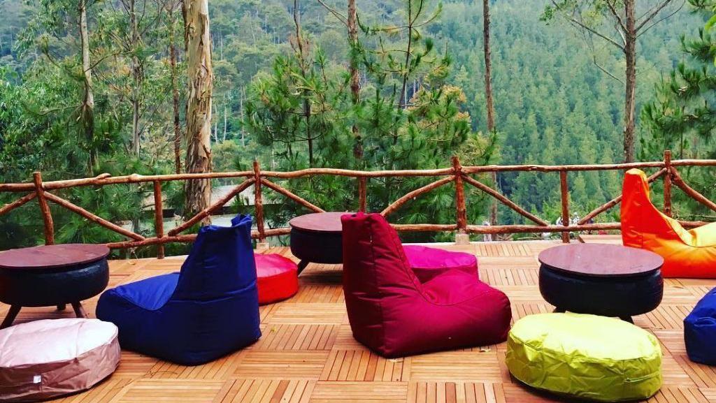 Kalau Lagi di Bandung, Bisa Ngopi dan Nikmati Pemandangan Indah di 8 Kafe Ini