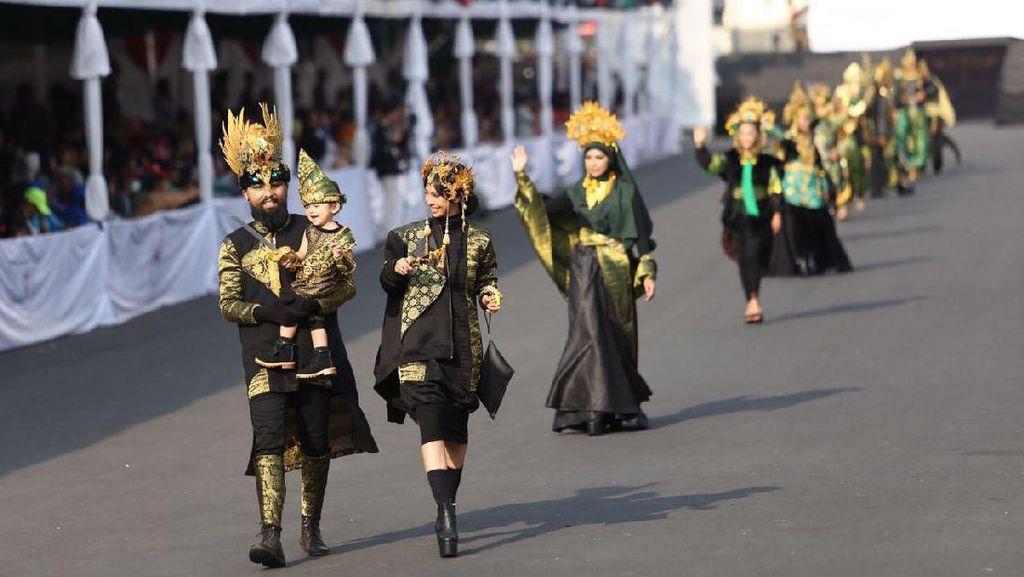 Jokowi Dukung Jember Fashion Carnaval, Ingin Buat Indonesia Cultural Carnaval