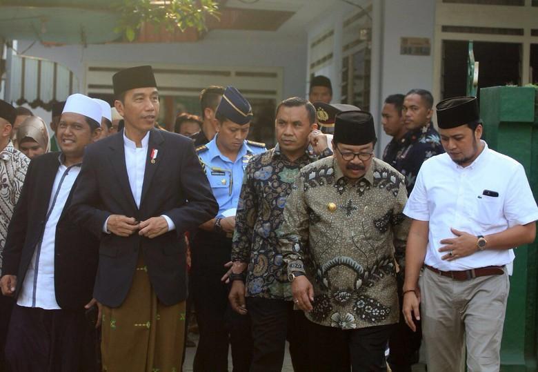 Kiai Jember Curhat Soal Sekolah 5 hari, Jokowi: Tak Ada Keharusan