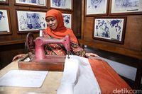 Kunjungi Kediaman Fatmawati, Khofifah Jahit Bendera Merah Putih