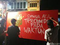 <i>Ngamen<i/> di Stasiun Cirebon, KPK dan PT KAI Kampanye Antikorupsi