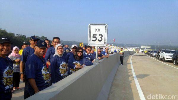 Jalan Tol Terindah Se-Indonesia Dipenuhi Pesepeda dan Pelari
