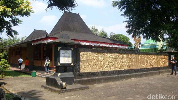 Di Purbalingga Ada Monumen Tempat Kelahiran Pangsar Soedirman