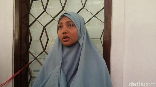 Istri pria tertuduh pencuri ampli Siti Zubaidah