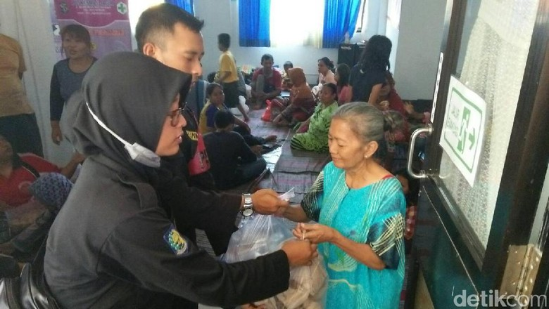 Pemkot Surabaya Beri Bantuan Korban Kebakaran Jalan Tales