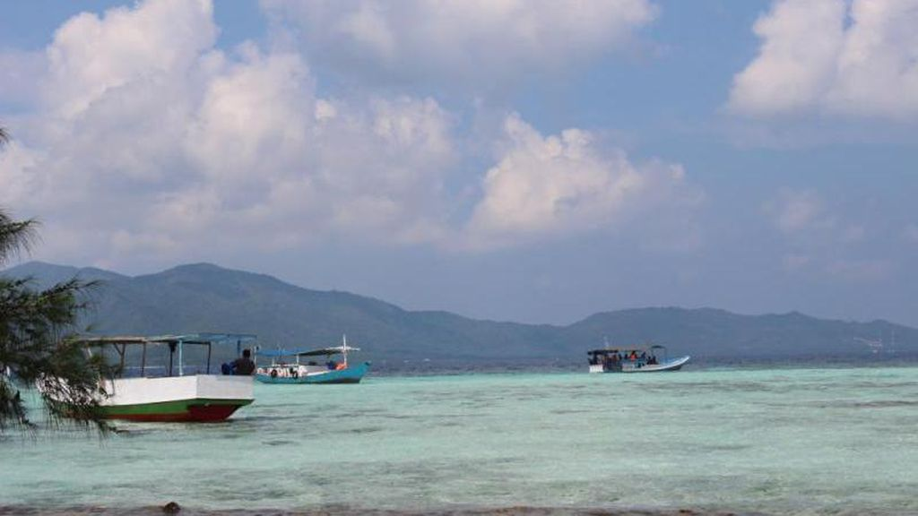 Cantiknya Pulau di Karimunjawa Ini Bikin Ogah Pulang