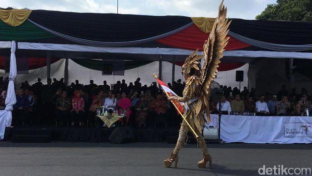 Presiden Jokowi menonton Jember Fashion Carnaval