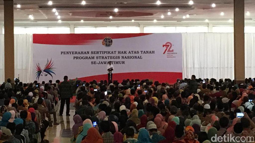 Jokowi Bagikan 2.850 Sertifikat Tanah untuk Warga Jawa Timur